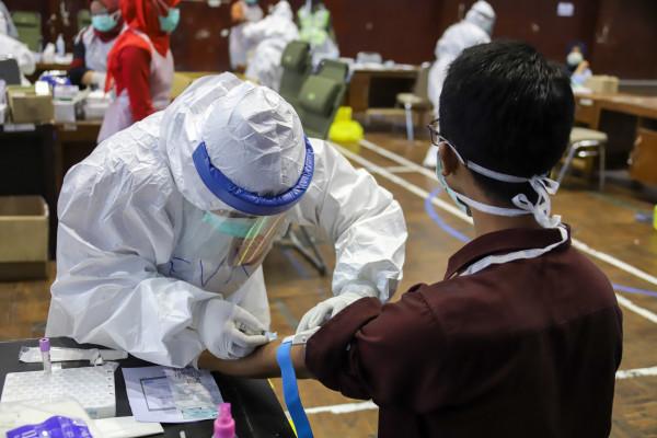 إصابات كورونا العالمية تتجاوز 190.45 مليون حالة