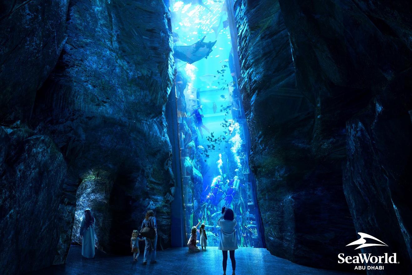 """""""جزيرة ياس"""" تحتضن أكبر حوض مائي في العالم"""
