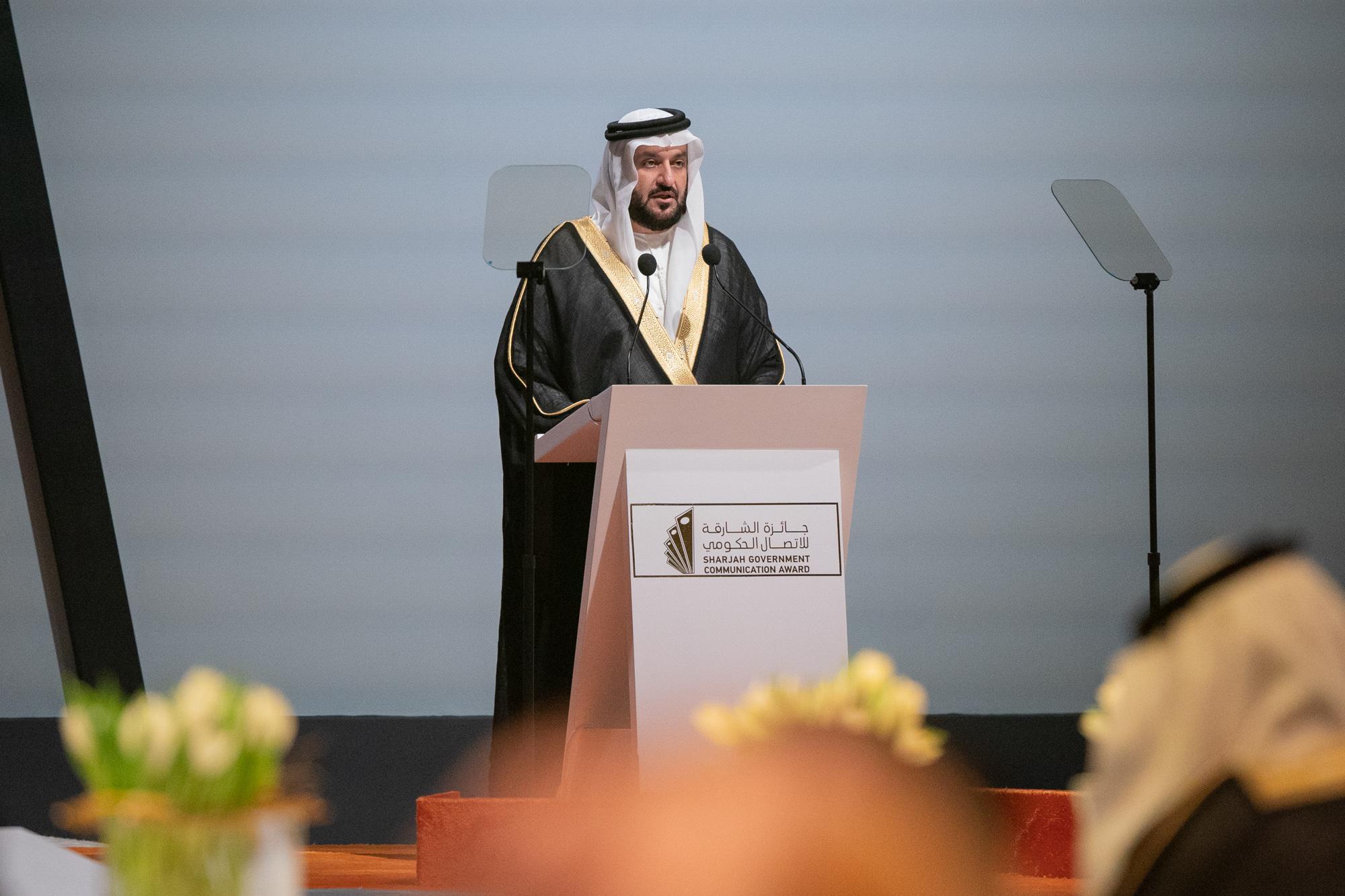 سلطان بن أحمد القاسمي يكرم الفائزين بجائزة الشارقة للاتصال الحكومي في دورتها الثامنة