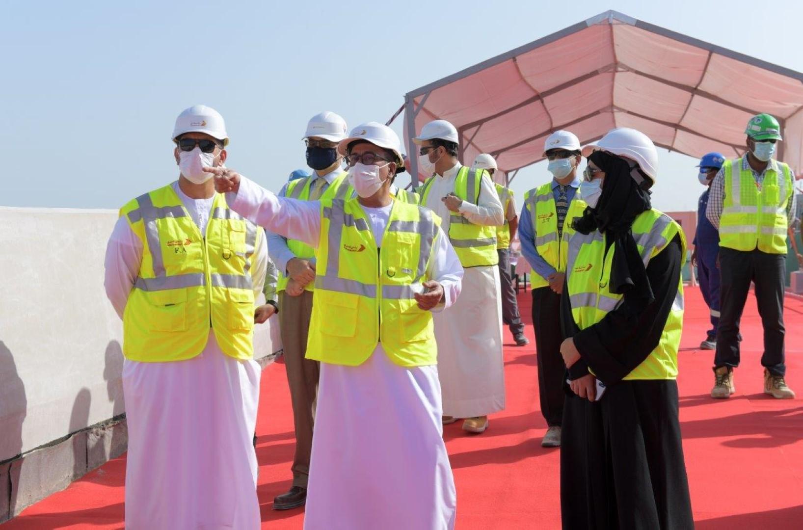 مدير بلدية دبي يتفقد المرحلة النهائية لمشروع النفق العميق قبل تشغيله.
