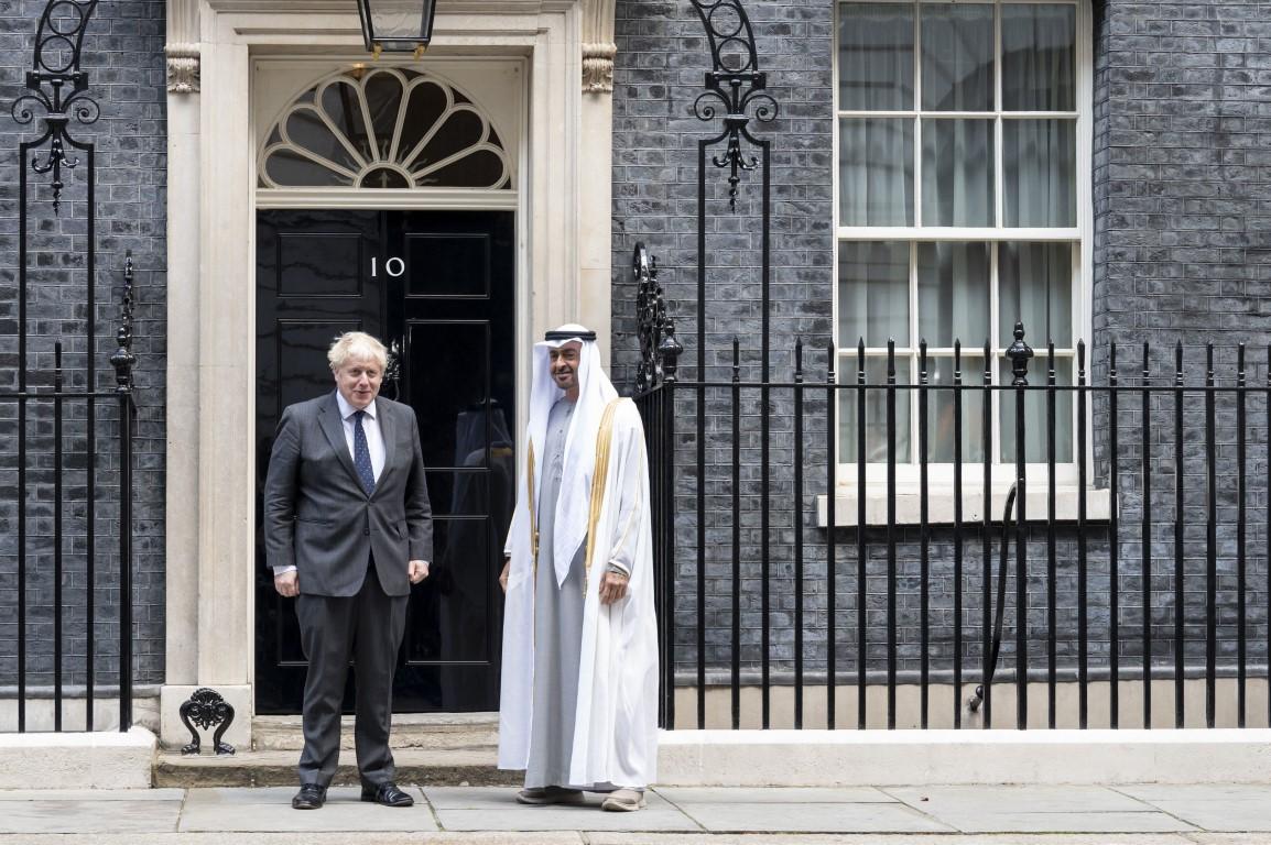 محمد بن زايد يصل مقر رئاسة الوزراء البريطانية و بوريس جونسون في مقدمة مستقبليه