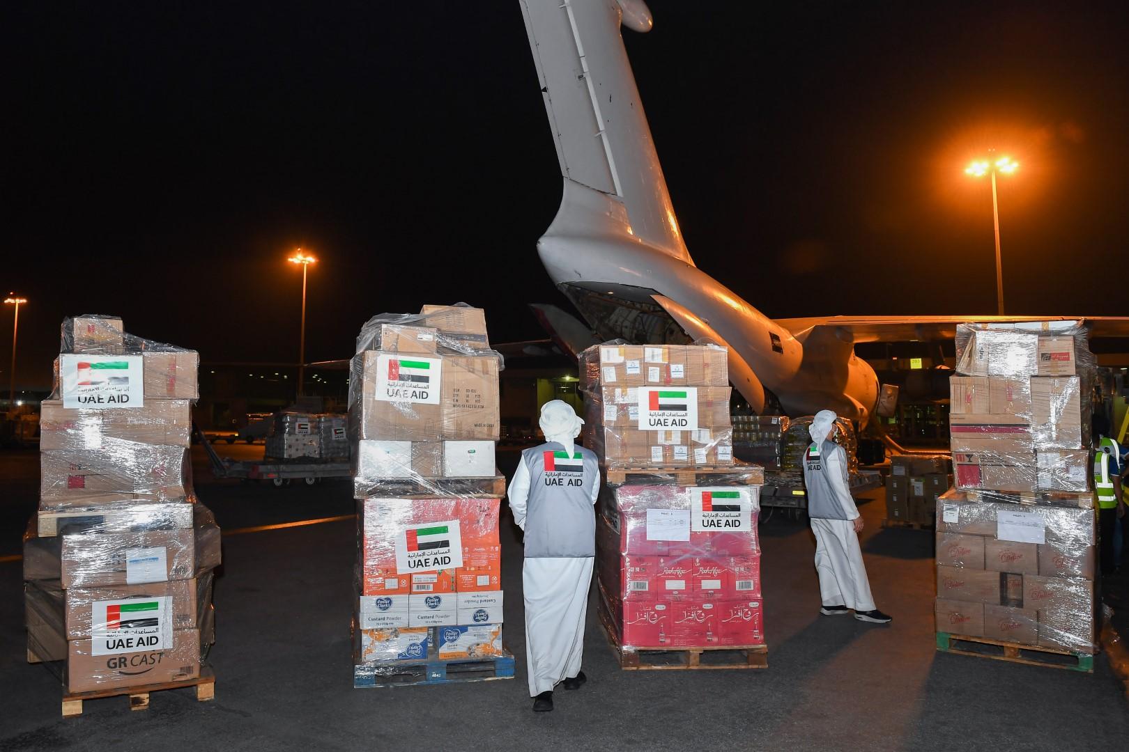 في إطار الجسر الجوي الذي وجه بتسييره محمد بن زايد ..وصول طائرة المساعدات الإنسانية الرابعة إلى كابول لدعم الشعب الأفغاني