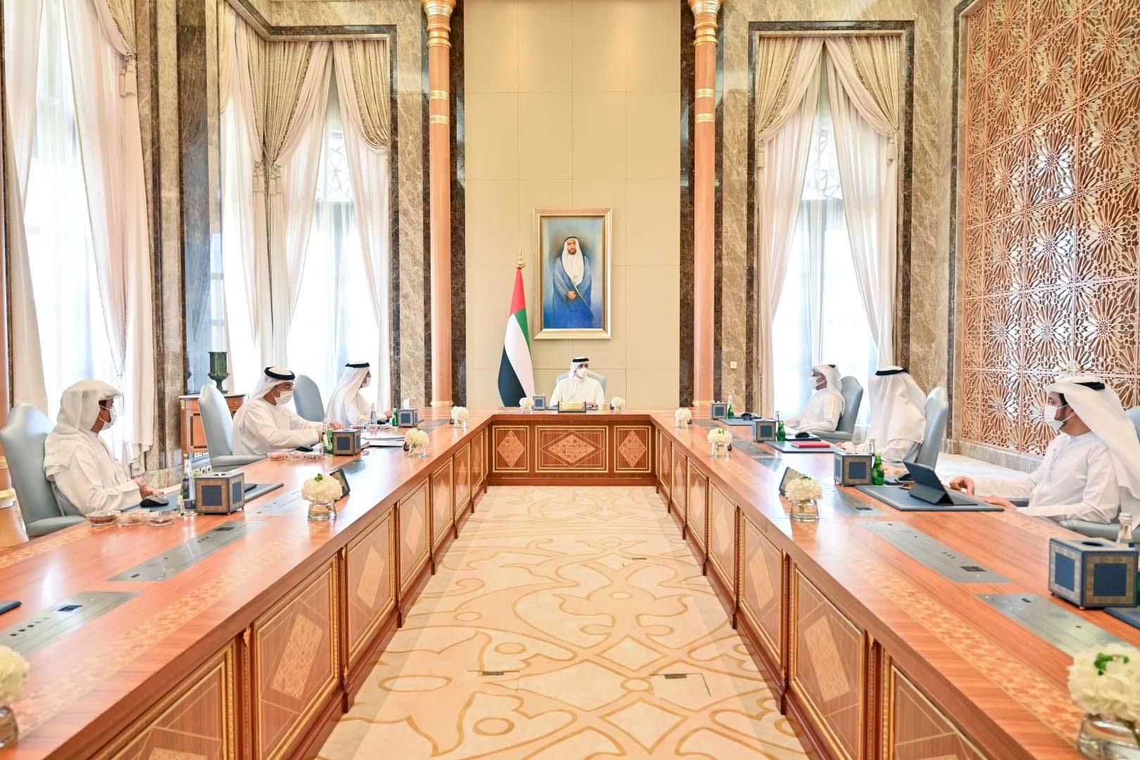 منصور بن زايد: القيادة الرشيدة حريصة على النهوض بالكفاءات الوطنية في الاقتصاد والتنمية