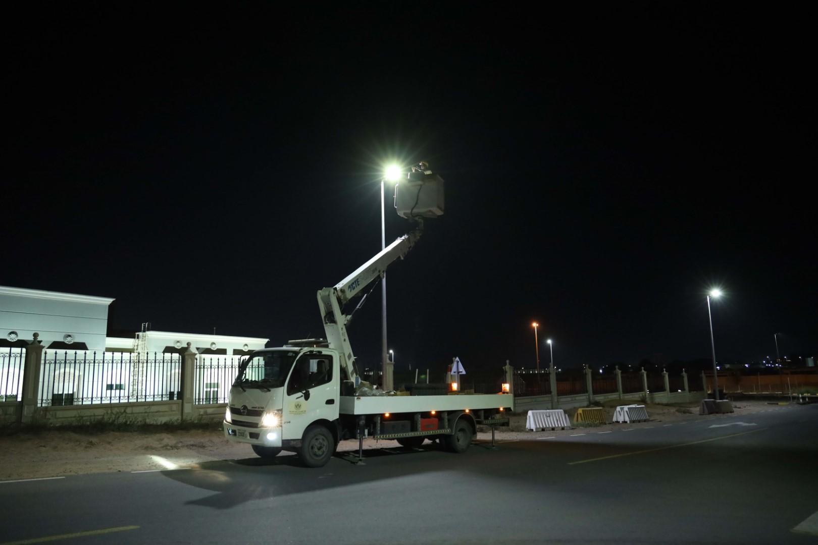 كهرباء الشارقة تنفذ أعمال إنارة لـ 14 مشروعا بالمنطقة الوسطى