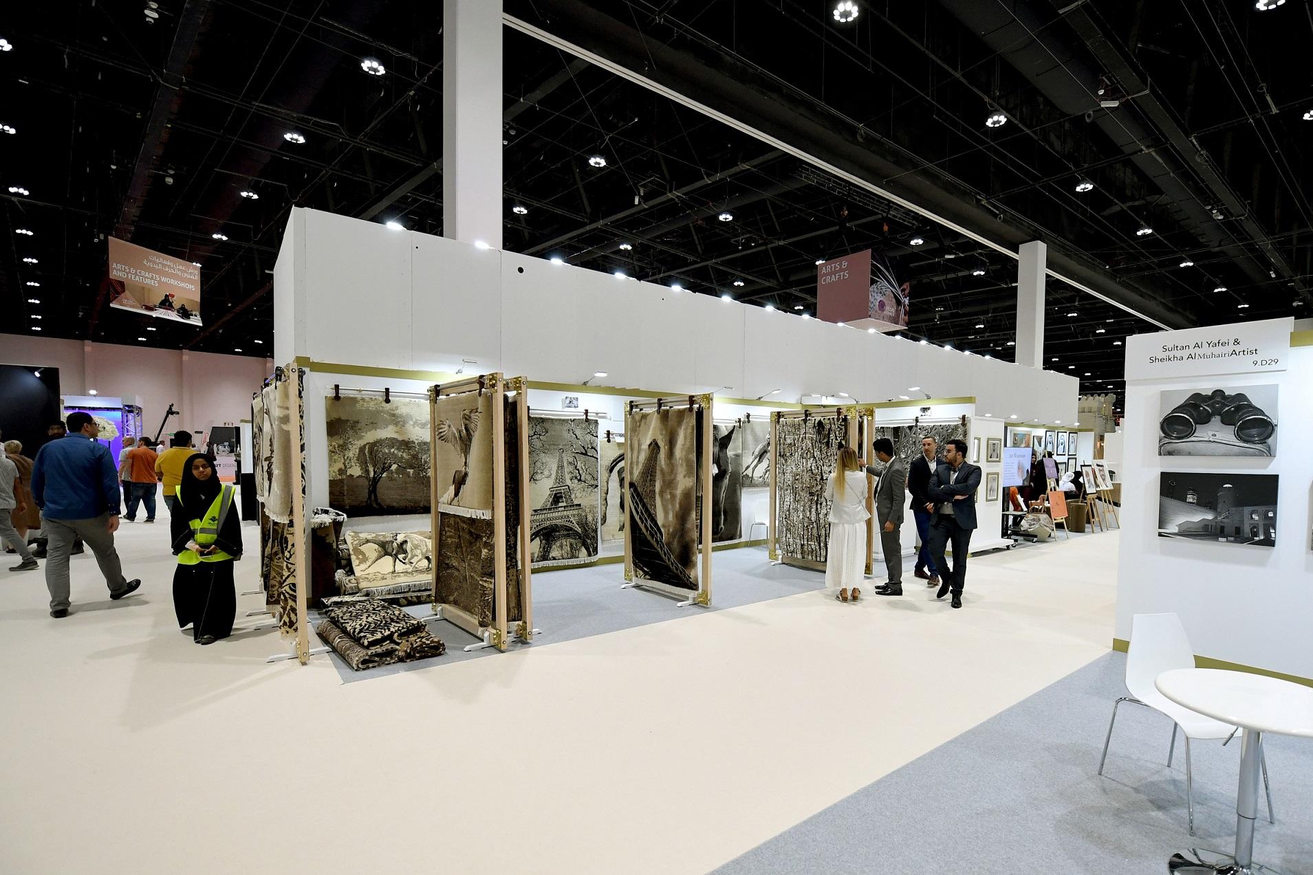 125 فنانا يعرضون إبداعاتهم في معرض الصيد والفروسية