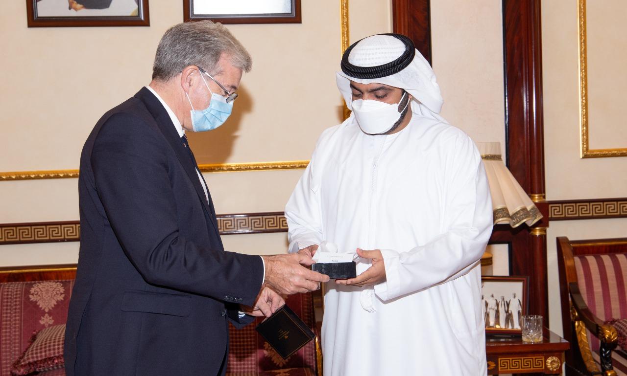 محمد بن حمد الشرقي يستقبل رئيس وزراء جزيرة جيرسي ويبحثان مجالات التعاون الاقتصادي