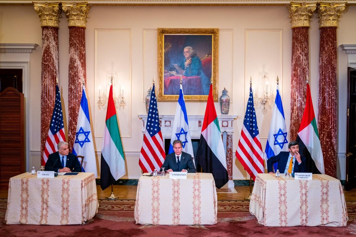 عبدالله بن زايد يلتقي وزيري خارجية الولايات المتحدة و إسرائيل .. والإعلان عن مجموعتي عمل