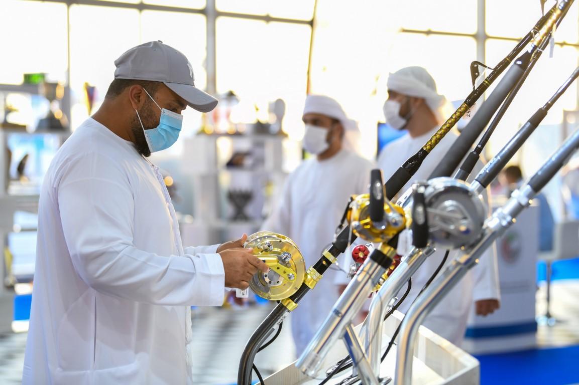 معرض أبوظبي الدولي للقوارب يواصل فعالياته