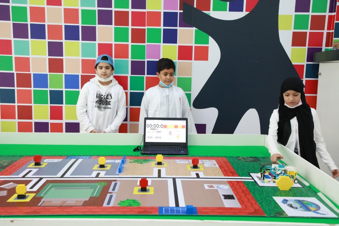"""""""أطفال الشارقة""""تحصد المركز الثاني في المسابقة الوطنية لأولمبياد الروبوت العالمي2021"""