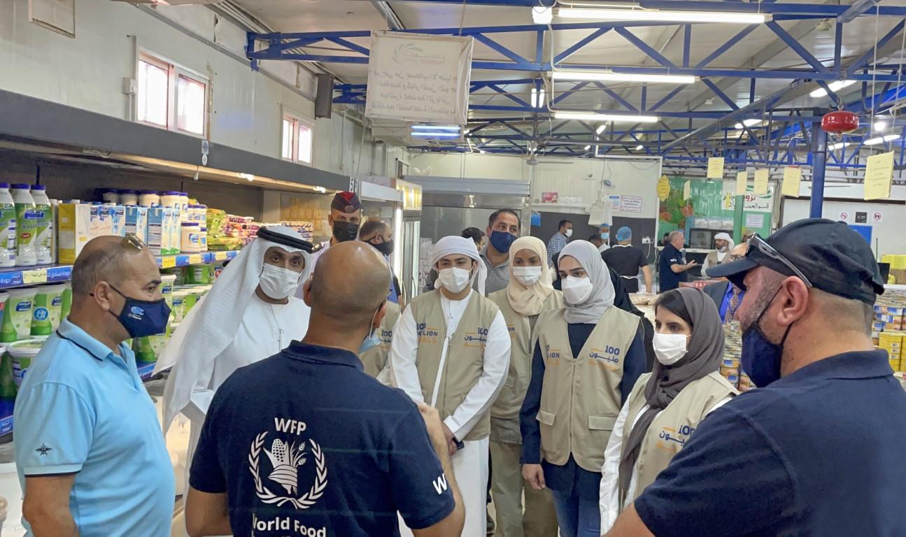 """فريق مبادرات محمد بن راشد آل مكتوم العالمية في الأردن للإشراف على عمليات توزيع الدعم الغذائي ضمن حملة """"100 مليون وجبة"""