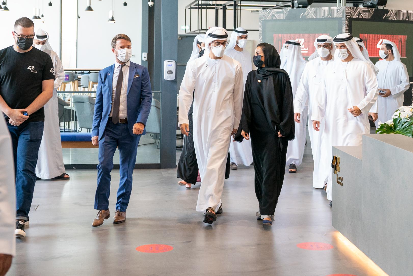 """خالد بن محمد بن زايد يفتتح مدرسة البرمجة الجديدة المبتكرة """"42 أبوظبي"""""""