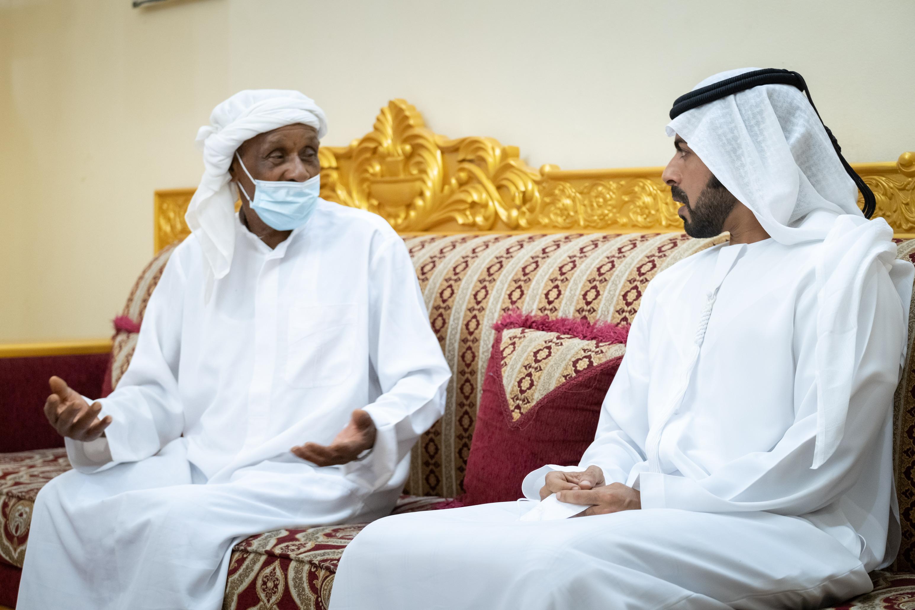 خليفة بن طحنون يواصل زياراته لأسر الشهداء
