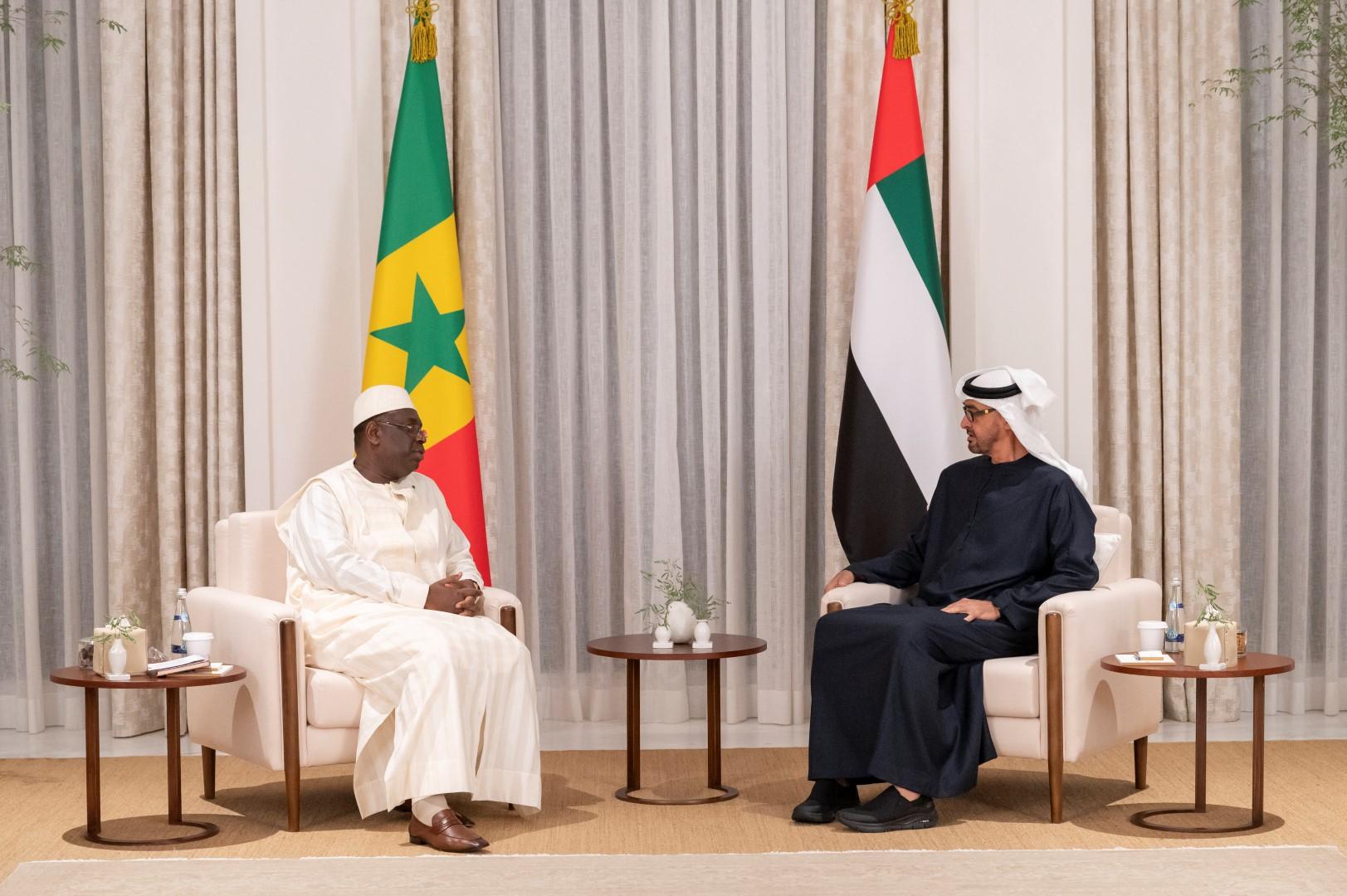 محمد بن زايد ورئيس السنغال يبحثان علاقات البلدين
