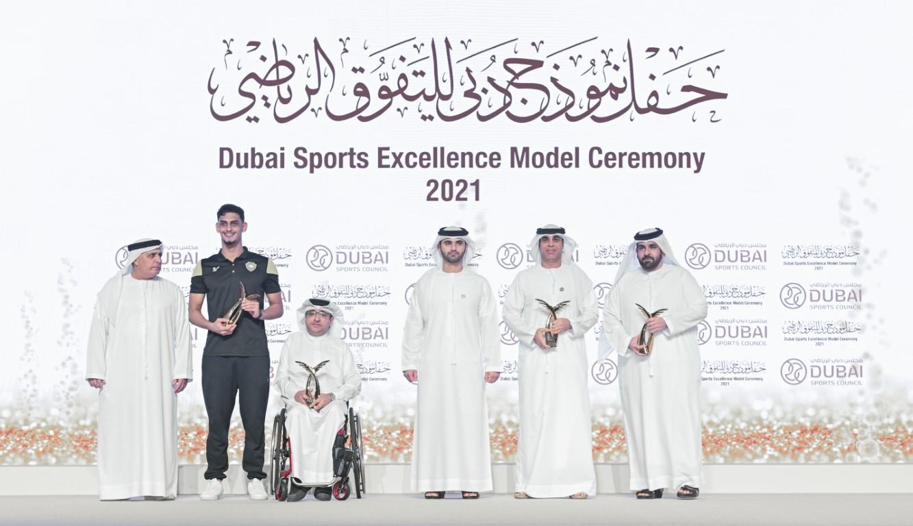 منصور بن محمد يكرم أصحاب الإنجازات من أندية وشركات كرة القدم ورواد العمل الرياضي في دبي