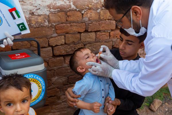 بتوجيهات رئيس الدولة .. حملة الإمارات للتطعيم تقدم 583 مليون جرعة تطعيم لأطفال باكستان ضد شلل الأطفال